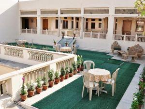 阿里亞尼洼斯酒店(Hotel Arya Niwas)