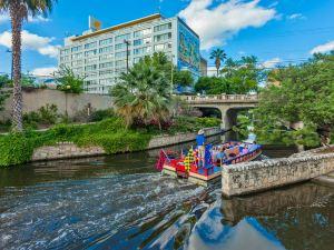 俄勒陶蓉匹卡諾河畔酒店(El Tropicano Riverwalk)