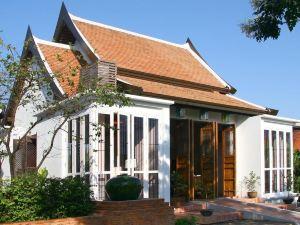 素可泰塔拉布里度假村(Tharaburi Resort Sukhothai)