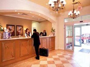 戴斯套房酒店 -尼亞加拉瀑布旁,中心街(Days Inn & Suites - Niagara Falls, Centre St., by The Falls)