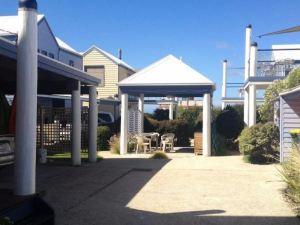 阿波羅灣雷維爾船屋酒店(Rayville Boat Houses Apollo Bay)