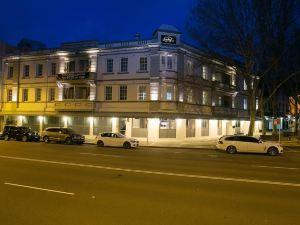 紐卡斯爾幸運酒店(The Lucky Hotel Newcastle)