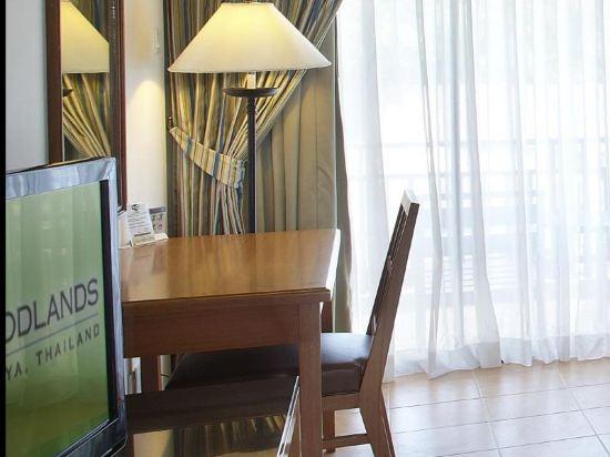 兀蘭酒店芭堤雅度假村(Woodlands Hotel and Resort Pattaya)豪華房(帶露台)