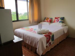 考拉克四方住宿加早餐酒店(Khaolak Seafan Bed & Breakfast)