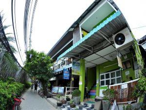 皮皮島艾蕾娜宿舍(Alena Dorm Room Koh Phi Phi)