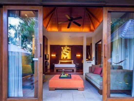 大海沙灘陽光度假酒店(Sea Sand Sun Resort and Villas)園景套房帶按摩浴缸