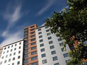 利茲市西魯馬茲公寓式酒店(Aparthotel Roomzzz Leeds City West)