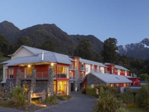福克斯冰河酒店(Distinction Fox Glacier Hotel)