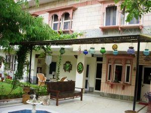 瑟亞別墅 - 城市中心酒店(Suryaa Villa - A City Centre Hotel)
