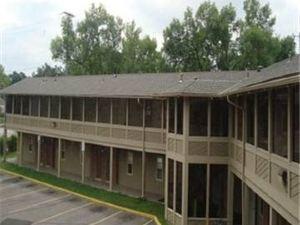 斯內林汽車旅館(Snelling Motor Inn)