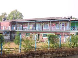 帕拉克里提度假村(Prakrity Village Resort)