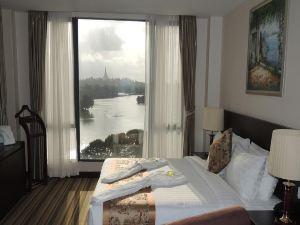 埃斯佩拉多湖景酒店(Esperado Lakeview Hotel)