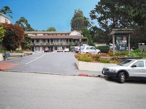 卡梅爾鄉村酒店(Carmel Village Inn)