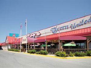 加拿目的地中心酒店 - 加里堡(Canad Inns Destination Centre - Fort Garry)