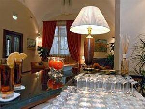 那不勒斯里奇米尼商務酒店(Le Cheminée Business Hotel Napoli)