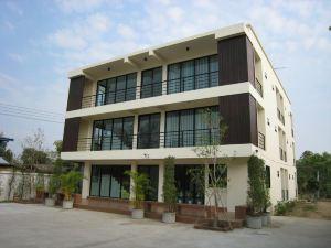 素可泰馬盧姆宮度假村(Ma-Room Place Sukhothai Resort)