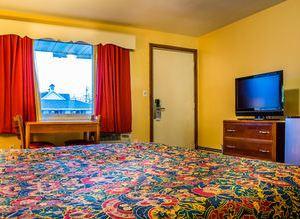 廣場汽車旅館(Plaza Inn)