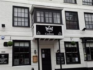 皇冠和靠墊酒店(The Crown and Cushion)