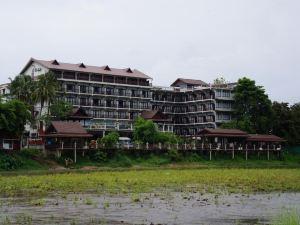 銀納卡酒店(Silver Naga Hotel)