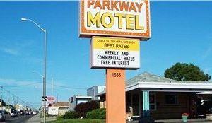 帕克韋汽車旅館(Parkway Motel)