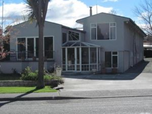 蒂阿諾湖濱住宿加早餐旅館(Te Anau Lakefront B&B)