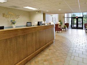 德梅因機場貝蒙特旅館套房酒店(Baymont Inn and Suites Des Moines Airport)