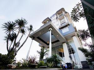 三寶攏達法姆酒店(Dafam Hotel Semarang)