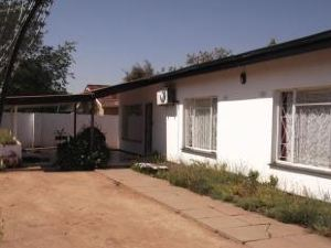 布拉肯德內小屋擴建12號旅館(Brackendene Lodge Guesthouse Extension 12)