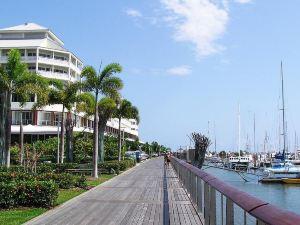 凱恩斯羅伊登海濱公寓酒店(Roydon Beachfront Apartments Cairns)