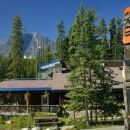 森瓦普塔瀑布落基山旅舍(Sunwapta Falls Rocky Mountain Lodge)
