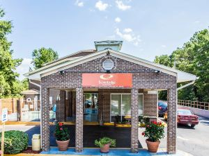 杰克森堡伊克諾套房旅館(Econo Lodge Inn & Suites Fort Jackson Area)