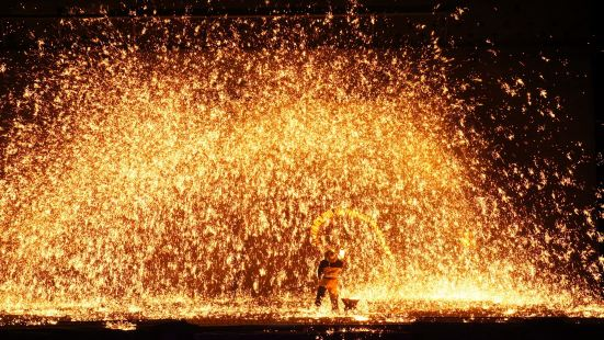 Warm Spring Town Outdoor Molten Iron Splashing