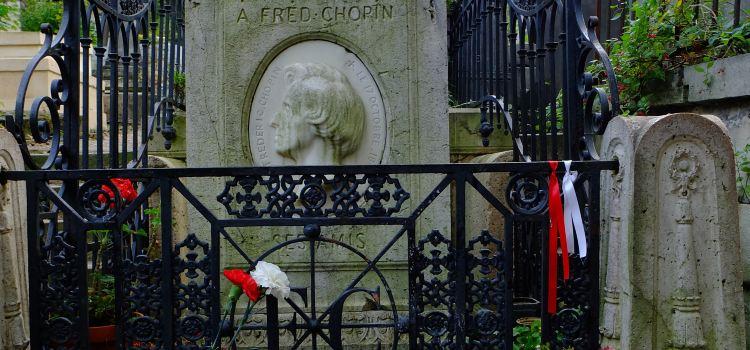 Père-Lachaise Cemetery3