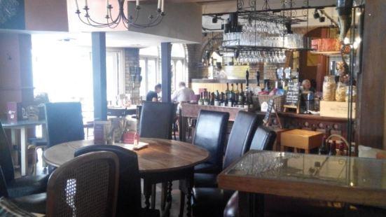 Darrys Liquor Loft and Restaurant
