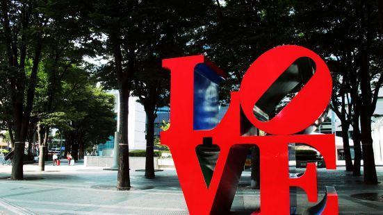 LOVE雕塑