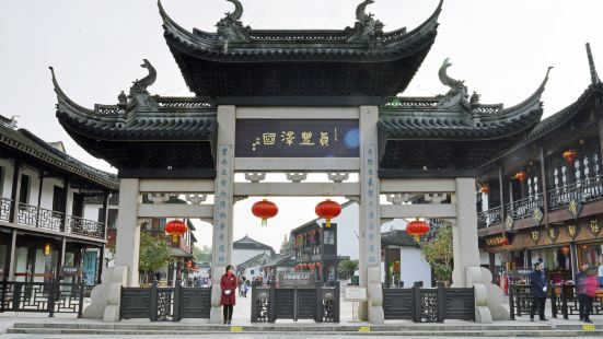 the Old Decorated Archway and Quanfu Tower