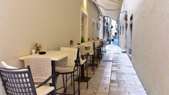 2Ribara Restaurant