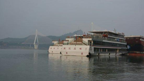 交運両ダム一峡遊覧船