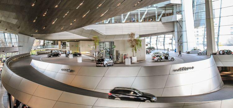 BMW World3