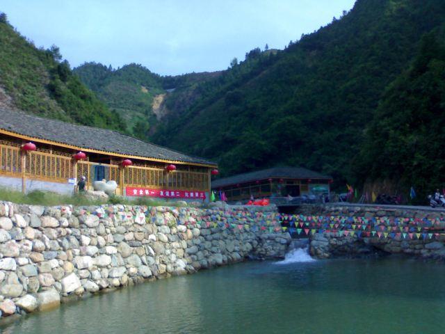 龍潭峽谷漂流