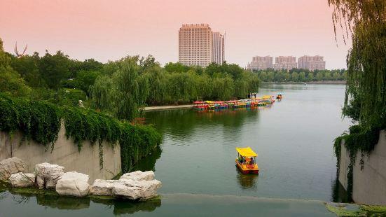 Caihonghu Park (South Gate)