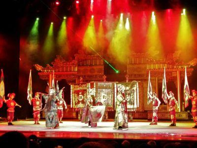 """See the legendary """"Furong Guocui"""" Bian Lian show."""