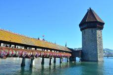 卡佩尔廊桥和八角型水塔-卢塞恩-迪普拉伍封