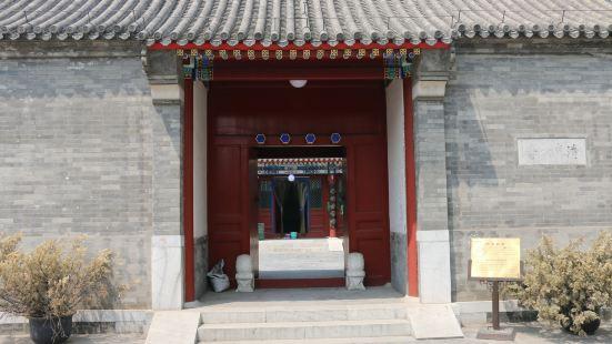 Muslim Woman Temple