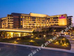 上海穎奕皇冠假日酒店