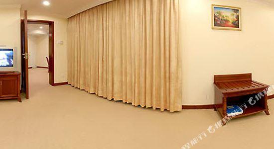 深圳景田酒店豪華套房卧室