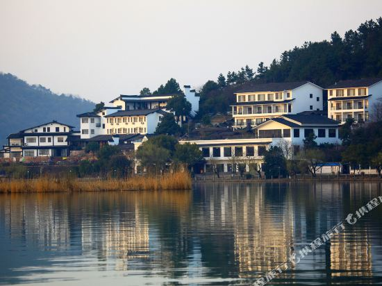 Nanbei Lake Huguang Shanju Holiday Hotel