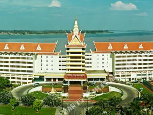 金邊金寶殿酒店(Hotel Cambodiana)
