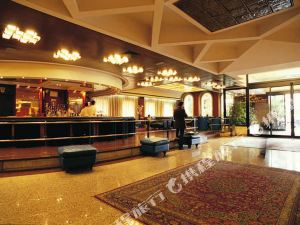阿斯托瑞亞宮酒店(Astoria Palace Hotel)