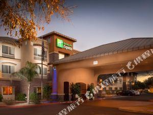 菲尼克斯滕比智選假日酒店 - 大學店(Holiday Inn Express and Suites Phoenix Tempe - University)